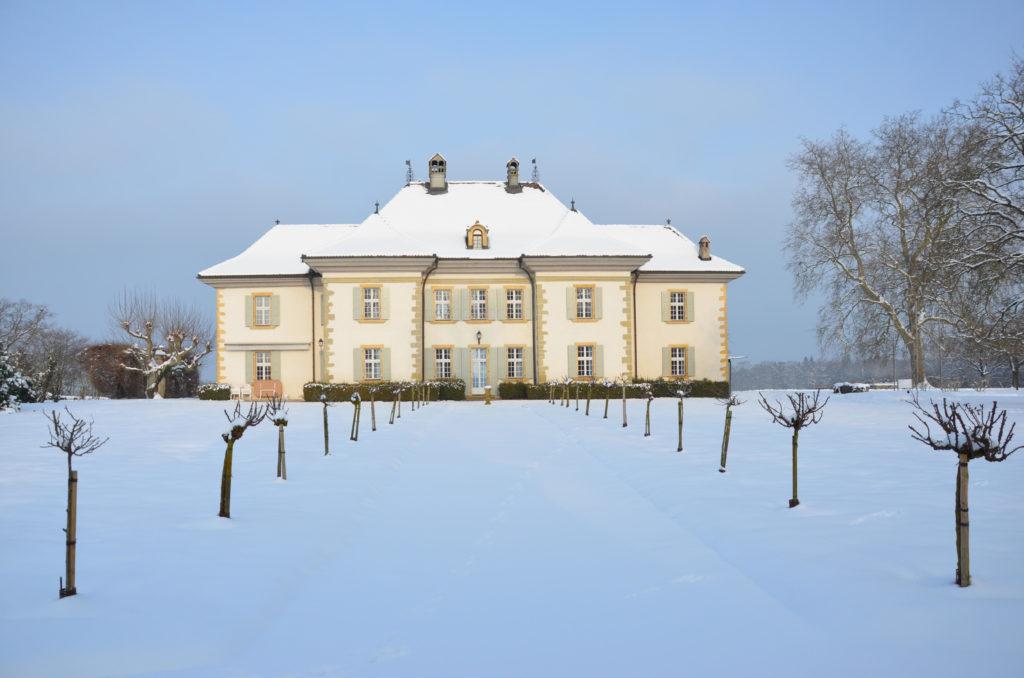 Blick auf das Schloss Delley im Winter